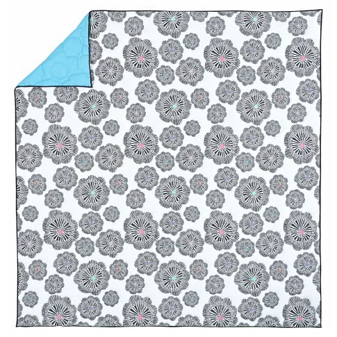 Graphic Bloom Quilt, Full/Queen, White/Black