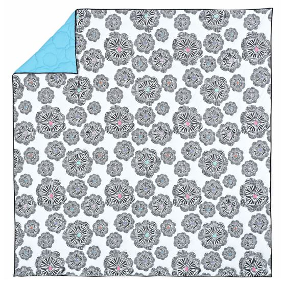 Graphic Bloom Quilt, Full/Queen, White/Black