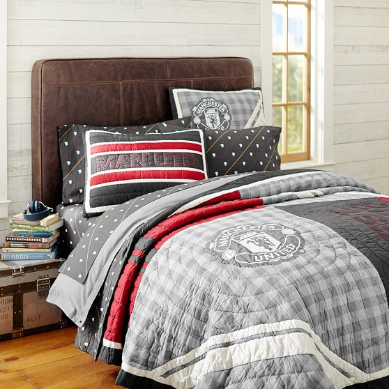 <strong>Manchester United </strong>&#174; Quilt Cover + Sham, Full/Queen, Multi